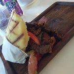 Burger, steak tostone, arepa llanera