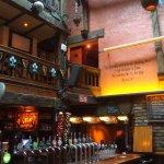 Camden pub , dans l'angle de l'hôtel entre ses 2 entrées