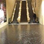 escaleras mecanicas dentro del hotel