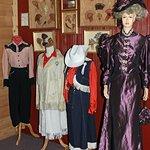 Une belle collection de vêtements d'époque
