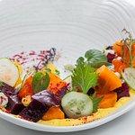 Салат из печёной Свеклы с хурмой, манговым айоли и сырным кремом (Фитнес меню)
