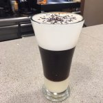 HAVANNA COFFEE. Coctel de cafè, amb llet condensada i nata lleugerament montada.