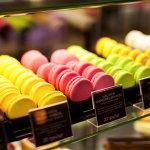 Витрина с многообразием вкусностей от бренд-шефа Дмитрия Борисова способна угодить любому вкусу