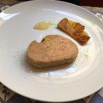 Terrine de foie gras de canard, ananas rôti et purée de citron jaune.