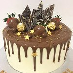 A beautiful sparkling star cake with milk chocolate drizzle. Strawberries & so much more