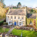 Bank Villa a Georgian Villa in over 1 acre of garden. Walking distance to all Masham has to offe