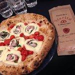 Pizzeria Starita a Materdei Photo