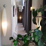 couloir qui conduit à la salle de restaurant et de petit déjeuner