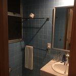 Un lugar que abusa de su buena ubicación para no renovarlo, baños viejos pero funcionales, pero