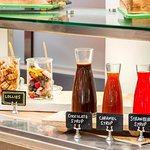 Lunch and Dinner: Dessert bar