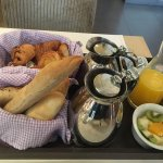 An amazing breakfast, great service, excellent hotel. Best location!!!