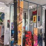 Maison d'artistes en constant changement. Galerie d'art, peintures, sculptures, installations, g