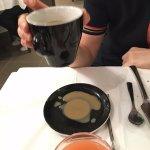 Tasse ébréchée....du café partout! merci!!!