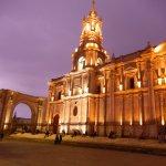 catedral anocheciendo