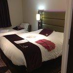 Photo de Premier Inn Huddersfield West Hotel