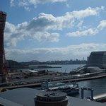 テラスからの神戸港の眺め