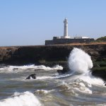 Океанский прибой, и маяк Рабата