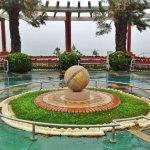 La bola en el marco único de los preciosos jardines de piquío
