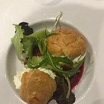 Choux de Saint-Jacques, mousse Wasabi, coulis de betterave