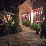 Il est également possible de manger à l'extérieur dans des jardins calmes