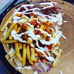 crepes carne di cavallo, prosciutto curdo, mozzarella e patatine