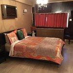 le lit... avec le courant d'air et la lumière de la fenêtre