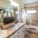 Larke or Jade Room bathroom