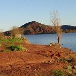 Lac artificiel du Salagou 34800 Clermont l'Herault cette photo persontraste magnifique des coule