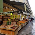 Fruit and vegetable market just outside hotel entrance
