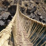 hanging  inca  bridge  Queswachaca  www.privatetoursperu.com