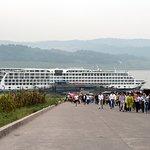 Tourists on the way to the Shibaozhai Red Pagoda