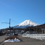 ホテルの外から眺める富士