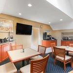 Breakfast Area / Meeting Room