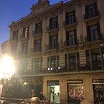 Gute zentrales Hotel An toller Straße gelegen; tlw Zimmer renoviert; UBahn direkt vor der Tür; n