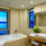 Almyra main bathroom