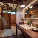 Suite Lodge bathroom