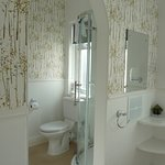 This is Room 2s large bathroom with seperate bath and shower cubicle