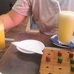 Limonada y jugo más juego de mesa