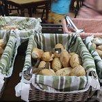 Desayuno: variedad de panes.
