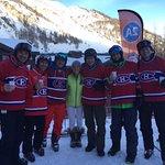 Lola et les gars de Cri agence avant le Ski ... Shooters!!