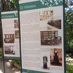 Pôsters falando sobre a história do museu