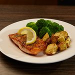 Salmon fillet, potatoes and steamed broccoli