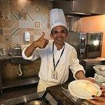 O chef, Sr. Japão, que prepara tapiocas deliciosas!