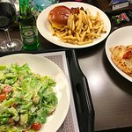 Room-Service: Cobb Salad, Bacon Cheeseburger, Margherita Pizza