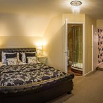 Naunton Suite
