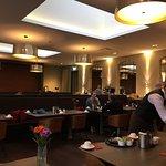 Einblick des Speisesaales und Buffet