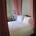 Sissinghurst queen bed