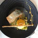Pavé de saumon à l'unilatéral avec polenta et poireau fondus