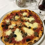 Outstanding dinner pizza (and wine too!)