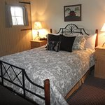 1st Floor Queen Country Homestead Suite